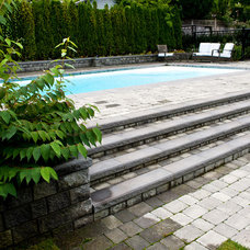 Traditional Pool by Clay Construction Inc.