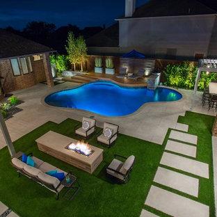 Esempio di una piscina fuori terra moderna personalizzata dietro casa con ghiaia