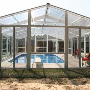 Modelo de piscina alargada, clásica, grande, rectangular y interior