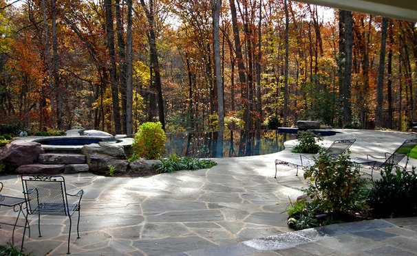 Traditional Pool by Plusen Landscape Architects