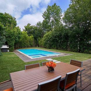 Immagine di una grande piscina chic rettangolare dietro casa con pedane