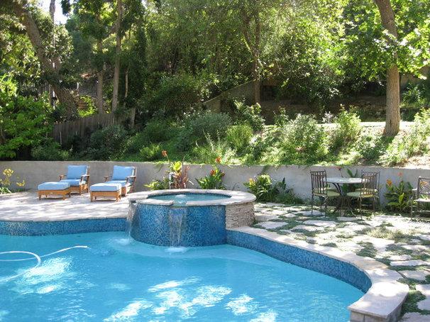 Mediterranean Pool by Paradise Design Studio