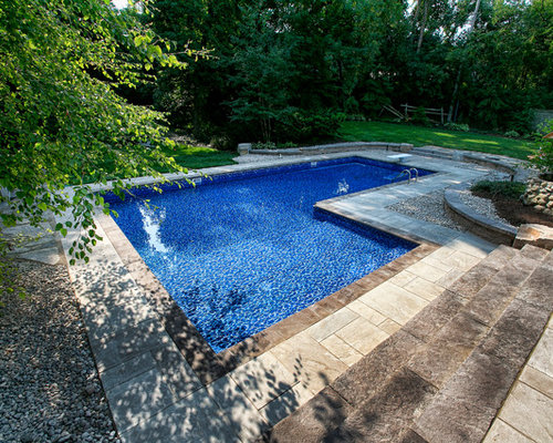 Pool mit fliesen rustikal gartenpool ideen houzz for Gartenpool fliesen