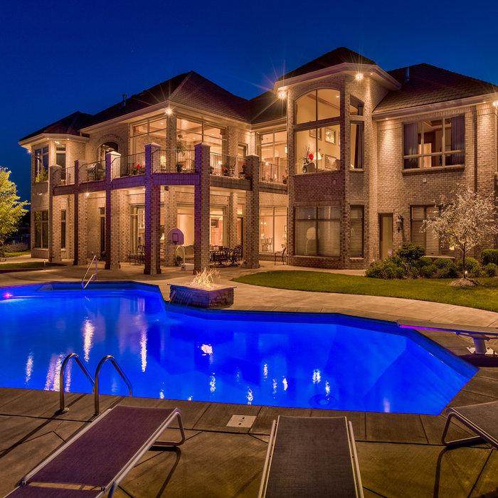 Stunning Lakefront Home - Bennington, NE