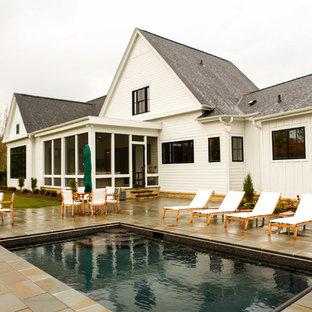 Modelo de piscina de estilo de casa de campo rectangular