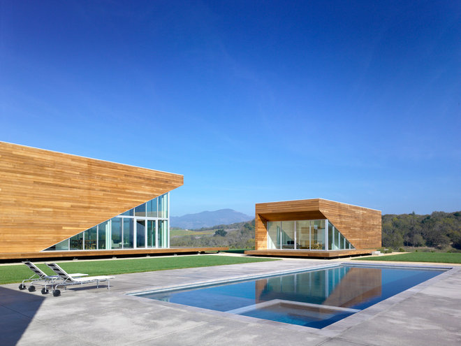 Contemporary Pool by American Institute of Architects, San Francisco