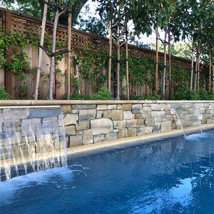 サンフランシスコの大きい長方形モダンスタイルのおしゃれなプール (天然石敷き) の写真