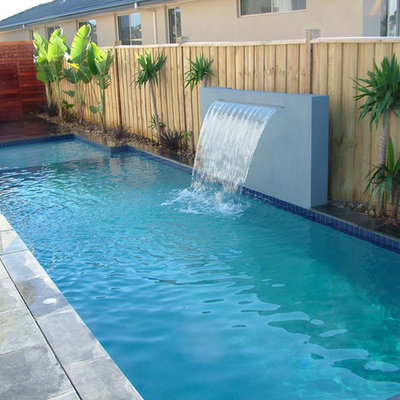 Inspiration for a modern courtyard pool remodel in Melbourne