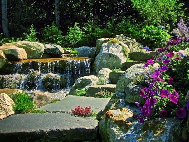 Traditional Pool by Summerset Gardens/Joe Weuste