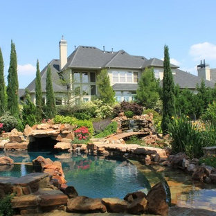 This is an example of a country backyard round pool in Dallas with natural stone pavers.