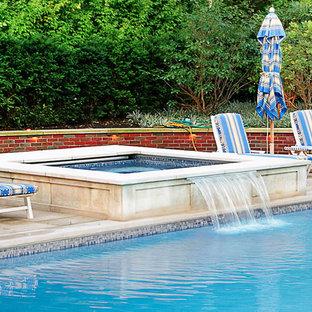 Ejemplo de piscinas y jacuzzis alargados, clásicos, de tamaño medio, rectangulares, en patio trasero, con suelo de baldosas