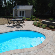 Traditional Pool by duxbury gardeners