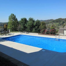 Traditional Pool by Isaacs Pools & Spas, LLC