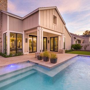 Immagine di una piscina monocorsia moderna personalizzata di medie dimensioni e dietro casa con fontane