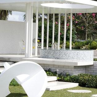 シドニーの小さい円形コンテンポラリースタイルのおしゃれな地上設置型プールの写真