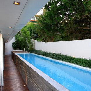 Imagen de piscina alargada minimalista