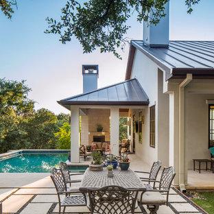 Foto de casa de la piscina y piscina clásica renovada, en forma de L, en patio trasero, con adoquines de piedra natural