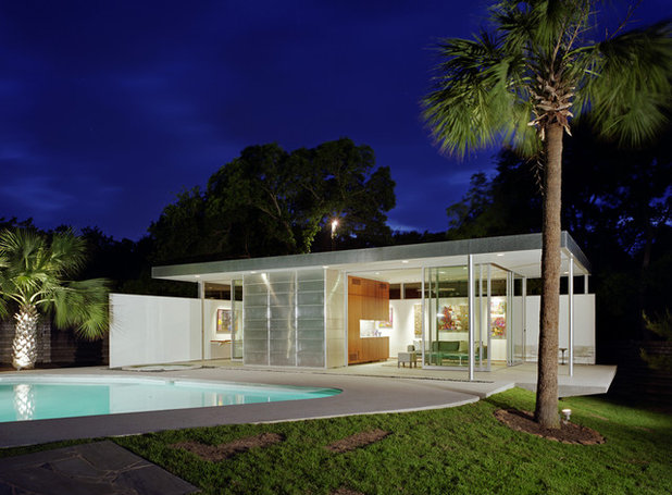Modern Pool by Studio Steinbomer