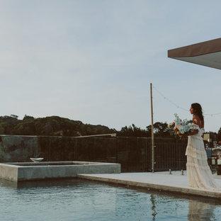 Imagen de piscinas y jacuzzis elevados, contemporáneos, de tamaño medio, rectangulares, en azotea, con adoquines de piedra natural
