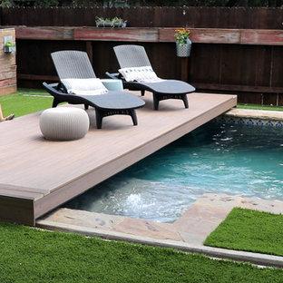 Ispirazione per una piccola piscina moderna rettangolare dietro casa con pedane