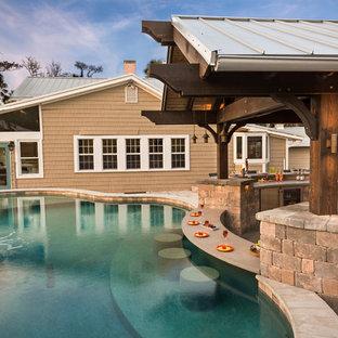 Imagen de piscinas y jacuzzis elevados, tradicionales renovados, grandes, a medida