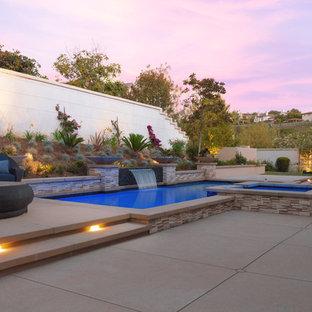 Inspiration pour une piscine arrière méditerranéenne rectangle avec un bain bouillonnant et une dalle de béton.