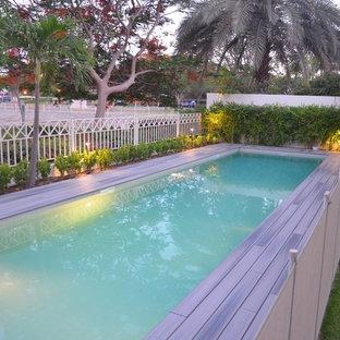 Пример оригинального дизайна: спортивный, прямоугольный бассейн среднего размера в скандинавском стиле с настилом