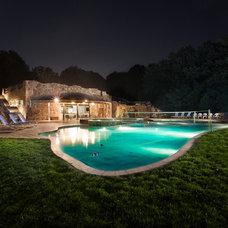 Rustic Pool by Casaplex, LLC