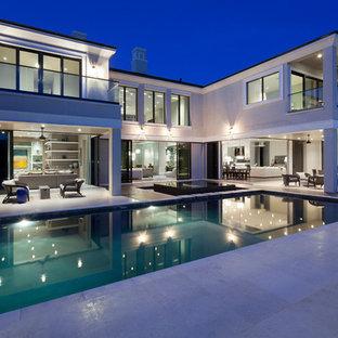 Imagen de piscinas y jacuzzis actuales, extra grandes, rectangulares, en patio trasero