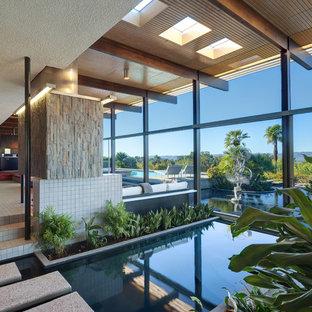 Ejemplo de piscina vintage, grande, interior