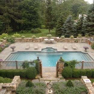 Klassischer Pool in rechteckiger Form in New York
