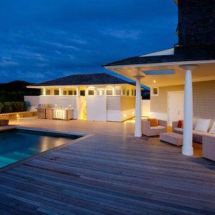 Immagine di un'ampia piscina minimal rettangolare dietro casa con pedane