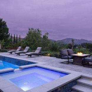 Foto de piscinas y jacuzzis naturales, minimalistas, de tamaño medio, rectangulares, en patio trasero, con adoquines de hormigón
