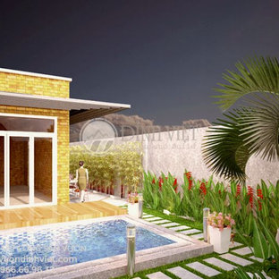 Esempio di una grande piscina nordica dietro casa con una dépendance a bordo piscina e pavimentazioni in mattoni