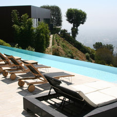 Contemporary Pool by Symphony Pools Inc