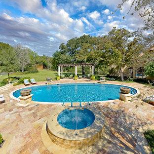 Immagine di una piscina classica rotonda