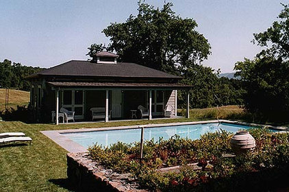 Traditional Pool by JMA (Jim Murphy and Associates)