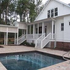 Farmhouse Pool by Fowler Custom Homes, Inc.