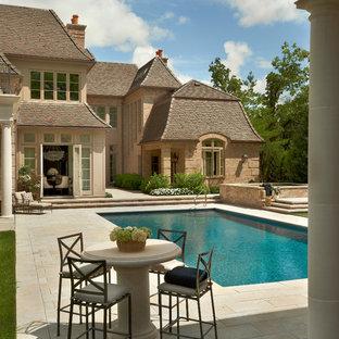 На фото: прямоугольный бассейн в классическом стиле