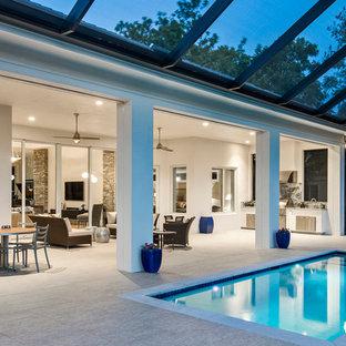 Imagen de piscina clásica renovada, pequeña, rectangular, en patio trasero, con suelo de baldosas