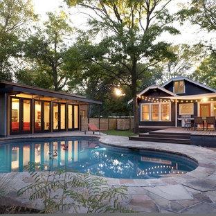 Modelo de piscina actual en patio