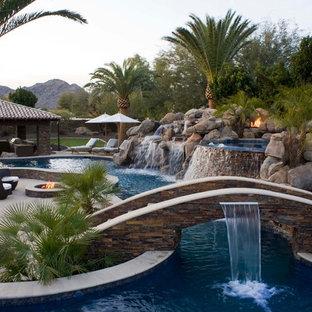フェニックスの巨大なオーダーメイドトロピカルスタイルのおしゃれなプール (噴水) の写真