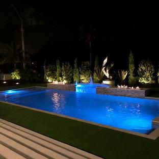 Diseño de piscina asiática, en patio lateral, con adoquines de piedra natural