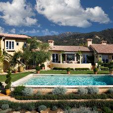 Mediterranean Pool by Giffin & Crane General Contractors, Inc.