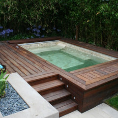 contemporary pool by Frank & Grossman Landscape Contractors, Inc.