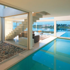 modern pool by Vanguarda Architects
