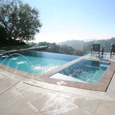 Modern Pool by Symphony Pools Inc