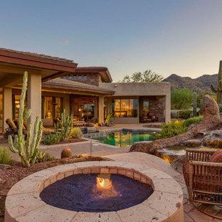 Modelo de piscinas y jacuzzis alargados, de estilo americano, de tamaño medio, a medida, en patio trasero, con adoquines de ladrillo