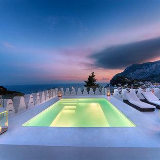 Foto de piscina mediterránea, de tamaño medio, rectangular, en azotea, con losas de hormigón