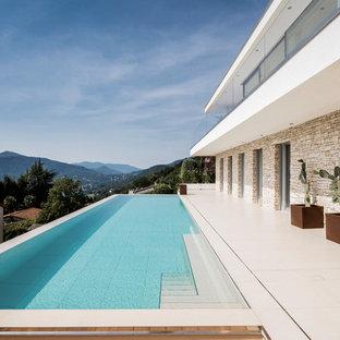 Großer Moderner Pool in rechteckiger Form in Stuttgart